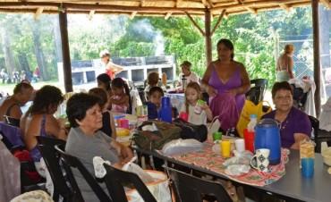 Los abuelos sanfernandinos de la Colonia para la Tercera Edad compartieron un día con sus nietos