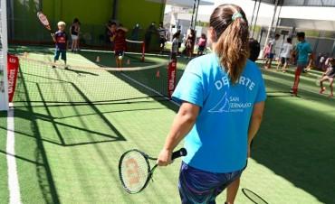 Las Colonias de San Fernando disfrutaron clases de tenis