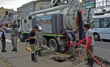 Continúa la limpieza de sumideros en distintas zonas del distrito