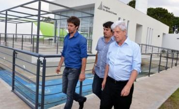 """San Fernando """"infla"""" su pileta olímpica climatizada y espera inaugurar el sistema en otras dos"""