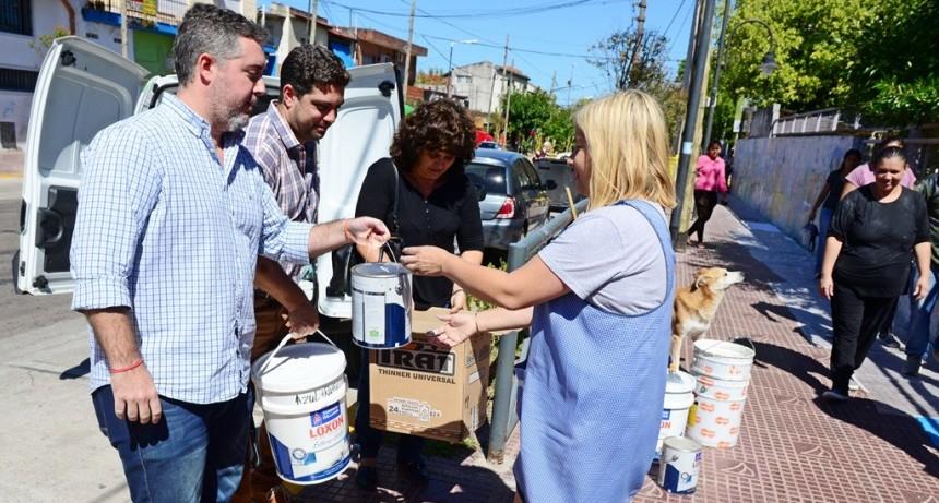 El Municipio entregó materiales para pintar el Jardín 909