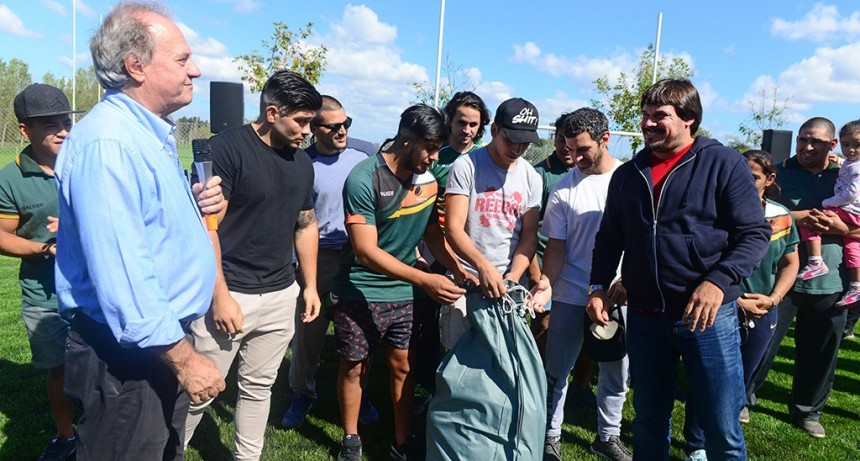 San Fernando acompañó la inauguración de una cancha del Virreyes Rugby Club y entregó material