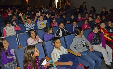 Las instituciones municipales de integración ya tienen funciones de cine gratuitas en el Teatro Martinelli