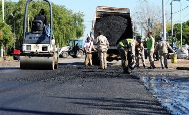 Trabajos de bacheo y mantenimiento en la Av. Juan B. Justo