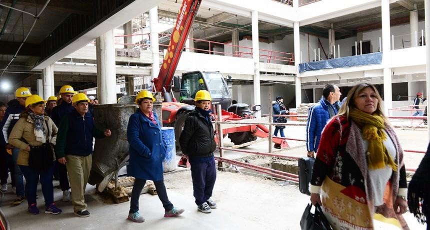 Vecinos y funcionarios de San Fernando visitaron la obra del Hospital Municipal