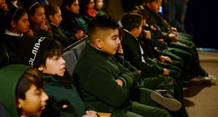 Escuelas de San Fernando disfrutaron de una obra por el ´Día de la Bandera´