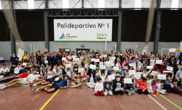 La Escuela Municipal de Tenis de San Fernando realizó un gran encuentro 'Interpolis'