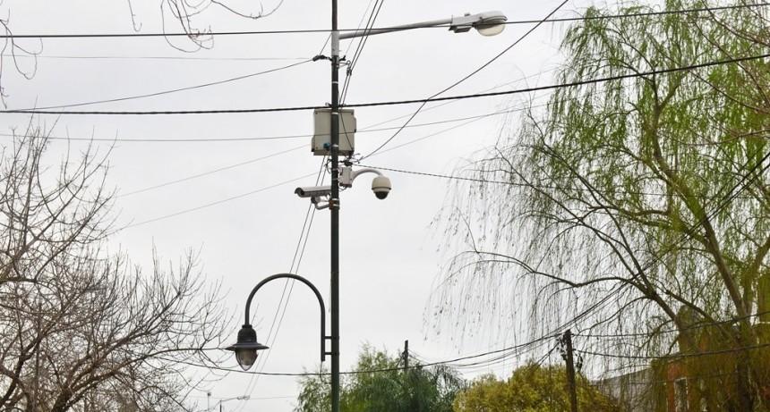 San Fernando suma una nueva cámara de seguridad en Av. Avellaneda y Guatemala