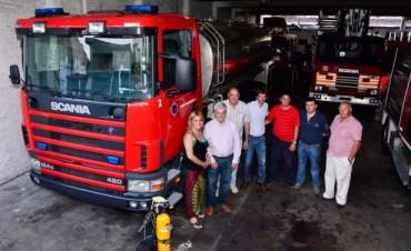 Andreotti presentó una nueva Unidad Cisterna para los Bomberos Voluntarios de San Fernando