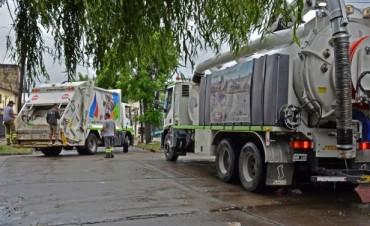 Los camiones desobstructores trabajan en la limpieza de sumideros