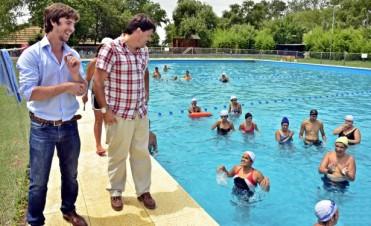 Colonias 2014: Los chicos especiales disfrutan de la pileta en el Polideportivo N°3
