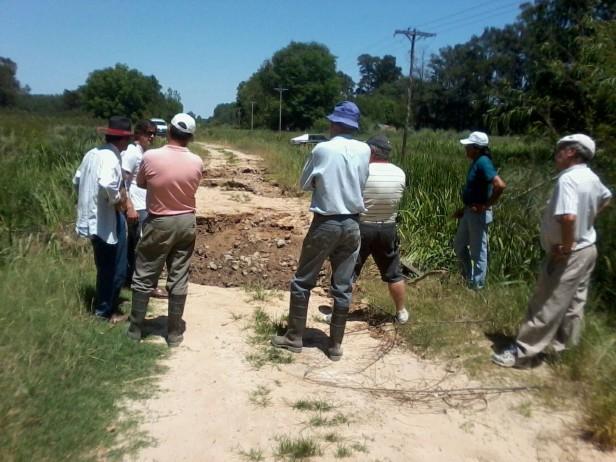 El Municipio y los vecinos isleños repararon un camino gravemente dañado por las inundaciones