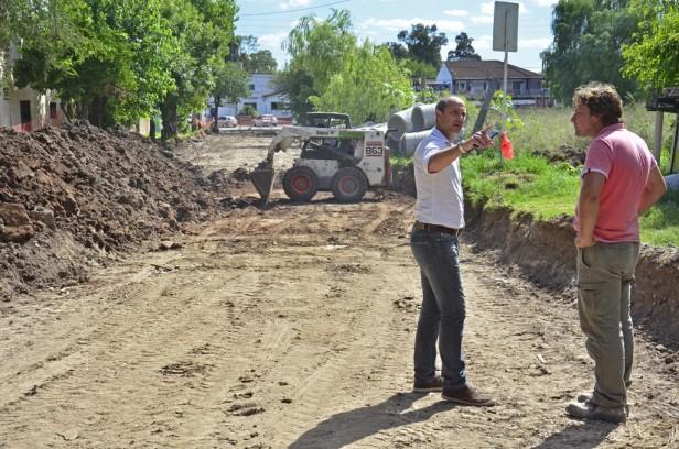 El Municipio de San Fernando asfalta y renueva un tramo de la calle Estrada