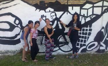 "Egresados del Taller ""Recrearte"" restauran murales en Tigre"