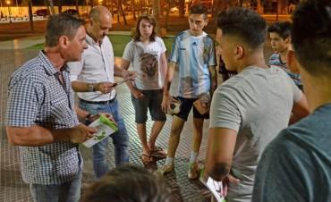 Operativos nocturnos contra el dengue en las plazas de San Fernando