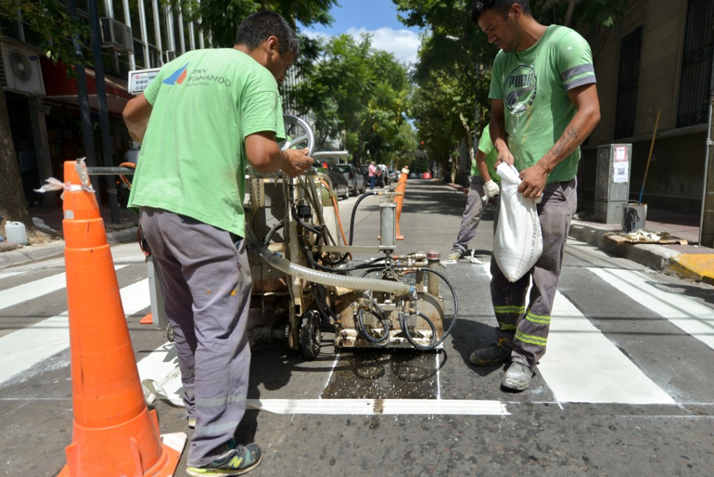 San Fernando refuerza los trabajos de pintura vial en el distrito