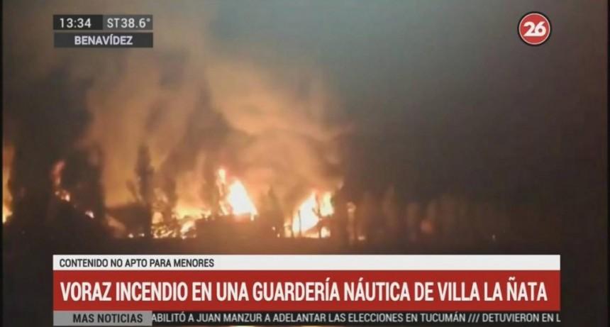 Voraz incendio en una guardería náutica de Villa La Ñata