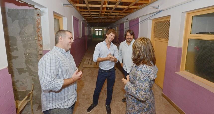 Juan Andreotti visitó la obra de renovación de la Escuela Provincial N° 7