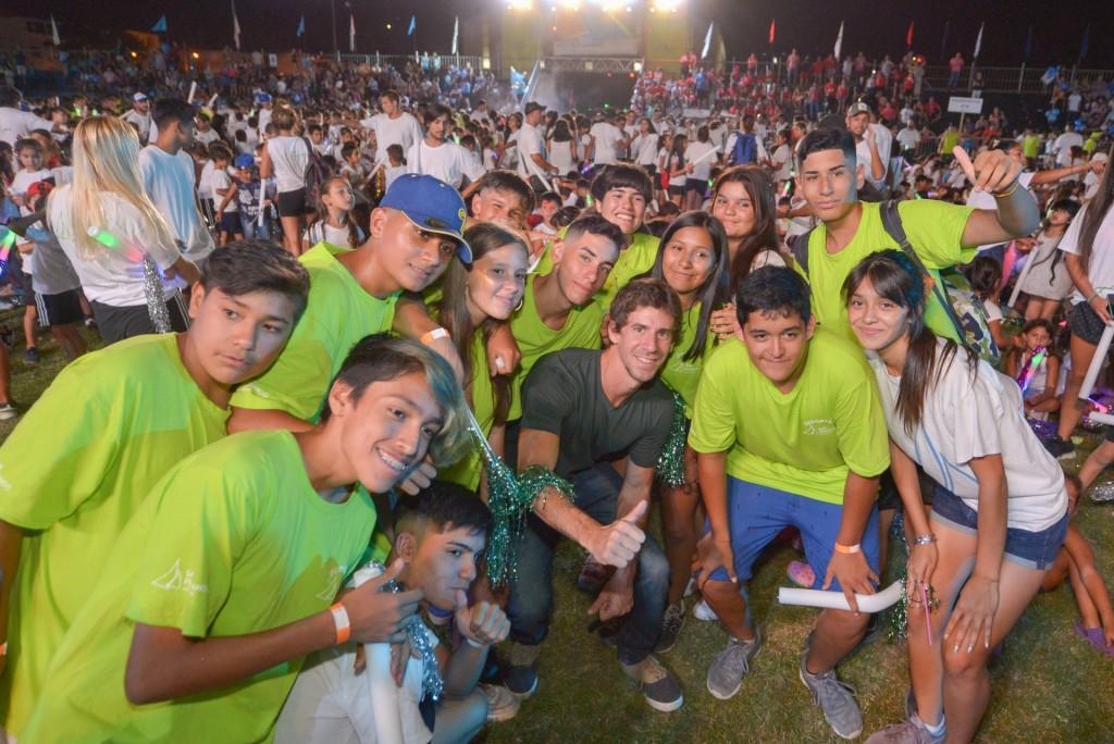 """Juan Andreotti, junto a 15.000 personas, participó de una espectacular """"Fiesta de Verano"""" de las Colonias"""