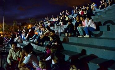 Volvió el Cine en los Barrios, con 'La máquina que hace estrellas'