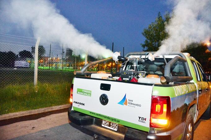 San Fernando continúa la fumigación nocturna en espacios verdes, esta vez en barrio Aviación