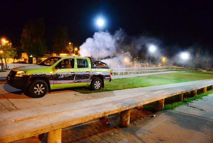 San Fernando fumigó de noche el Parque del Bicentenario para combatir el dengue