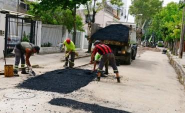 Luis Andreotti supervisó los trabajos de asfalto sobre la calle Belgrano