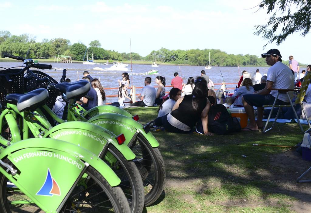 Bicis y autitos para que los vecinos disfruten en el Parque Náutico