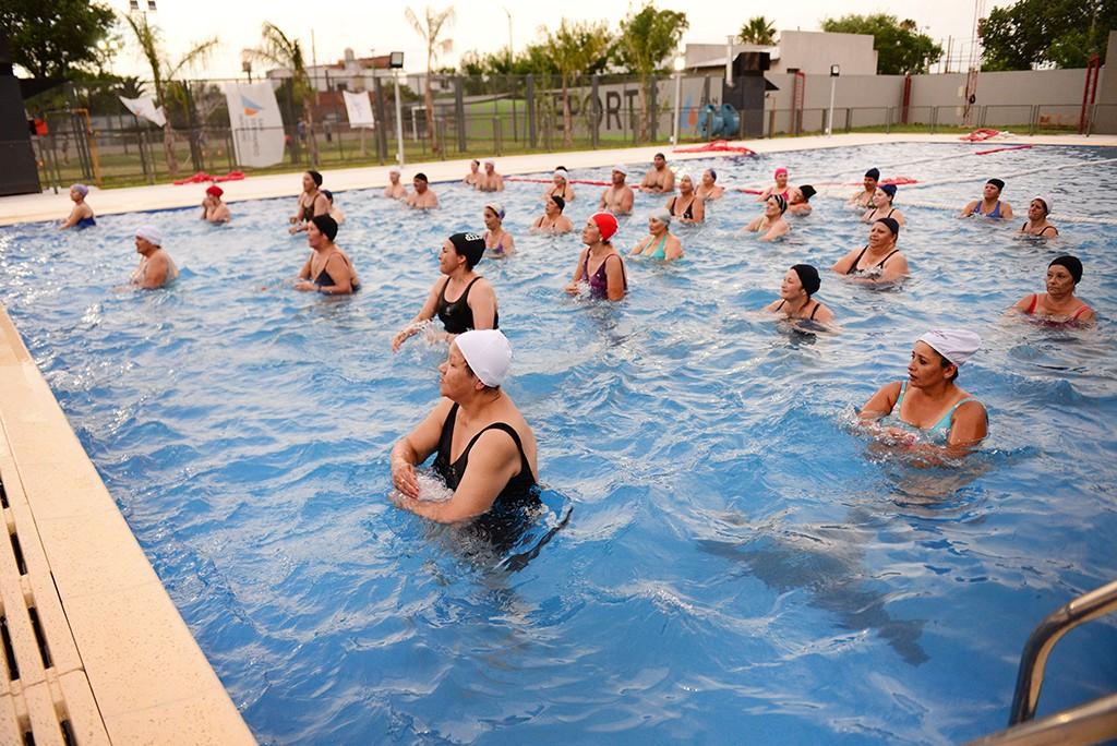 Los sanfernandinos disfrutan Aquagym en los Polideportivos