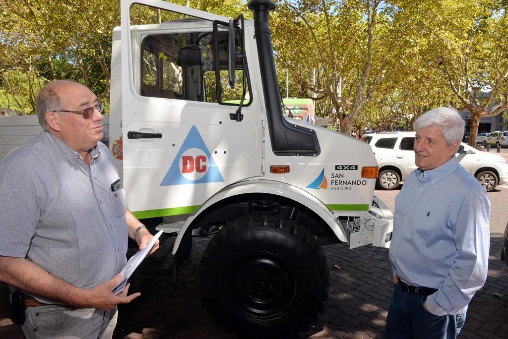 Luis Andreotti firmó un convenio de traspaso de un vehículo en comodato con los Bomberos Voluntarios