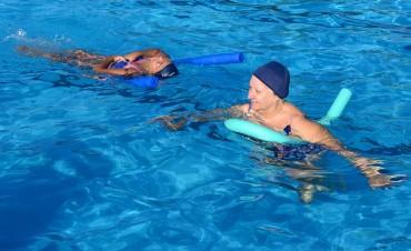 Los sanfernandinos disfrutan el verano con la pileta libre en los Polideportivos
