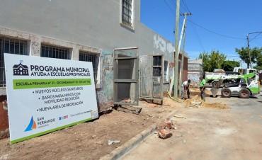 El Municipio renueva las veredas de la Escuela N° 21