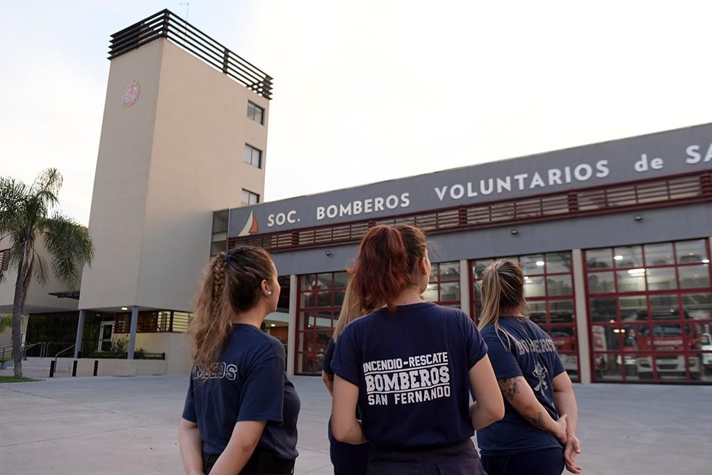 El Cuerpo Femenino de Bomberos Voluntarios de San Fernando, listo para la acción