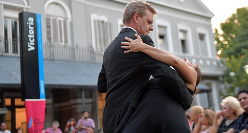Los vecinos de San Fernando disfrutaron una 'Tarde de Tango' en la Estación de Victoria