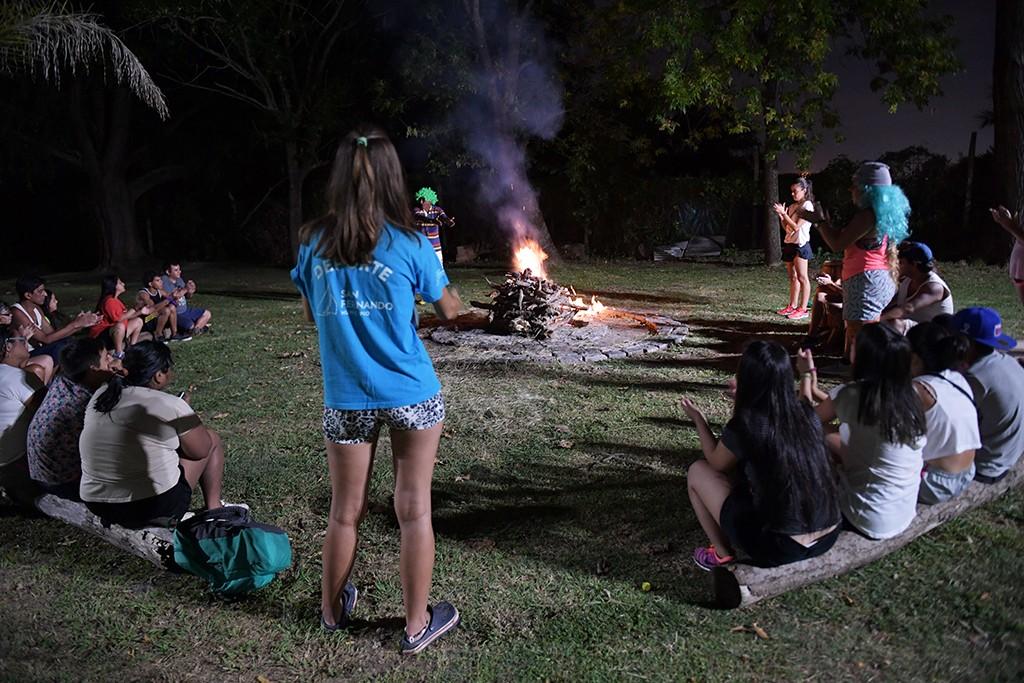 La Colonia de Discapacidad disfrutó de un divertido camping nocturno en el Poli N° 3 de San Fernando