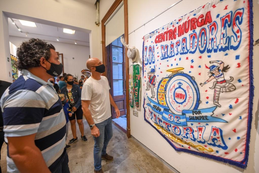 Se inauguró una muestra de trajes y estandartes de las Murgas de San Fernando en el Museo Municipal