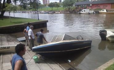 Rescate de una lancha hundida en el Río Tigre