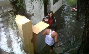 Vecinos denuncian la inacción del municipio ante la inundación de Villa La Cava