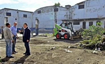 El Municipio realiza trabajos de limpieza en un terreno baldío de una ex metalúrgica