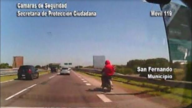Las Patrullas Municipales detienen a dos sujetos que circulaban en una moto robada