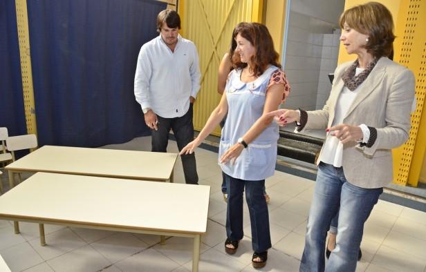 El Municipio entregó nuevo mobiliario a los Jardines N° 909 y 913