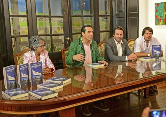 """Se presentó el libro """"Asesinato Perfecto en el Pueblo de los Infieles"""", en San Fernando"""