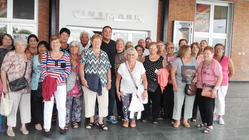 Más de 250 abuelos de San Fernando disfrutaron de una función de cine