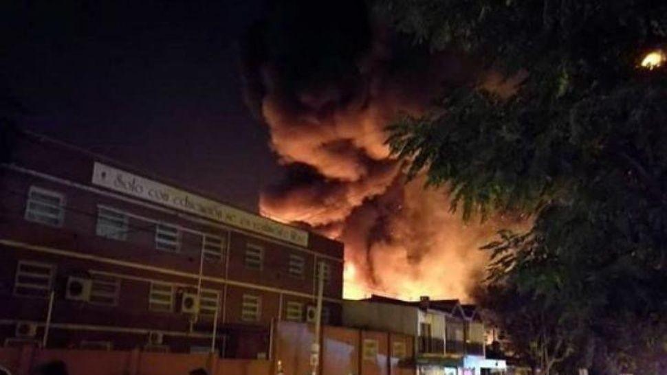 Se incendió una fábrica de perfumes en Pacheco