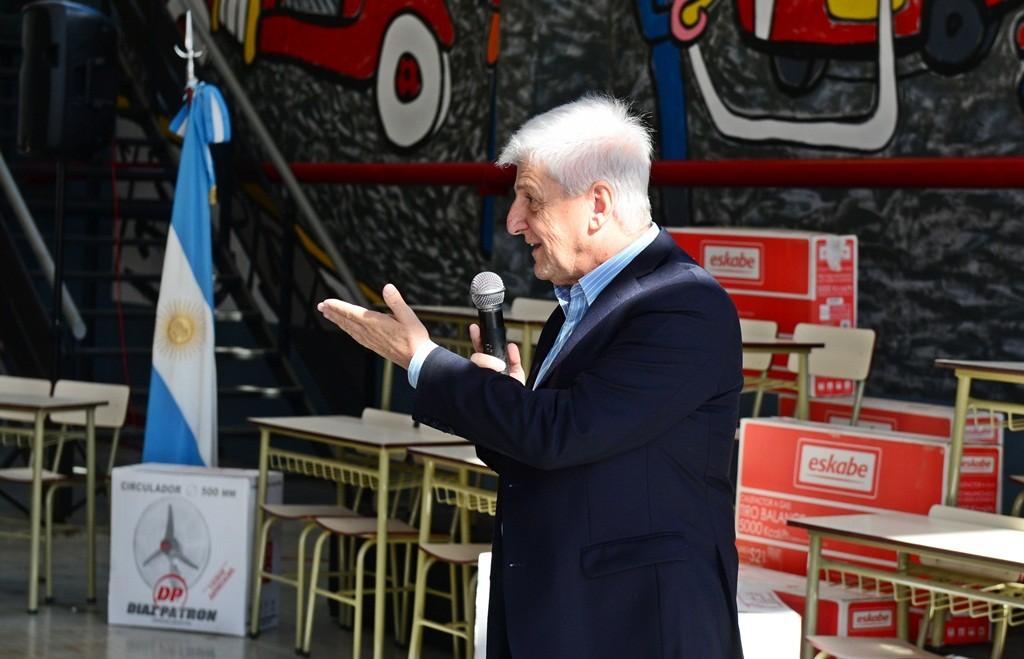 Andreotti entregó mobiliario escolar para 56 escuelas provinciales de San Fernando