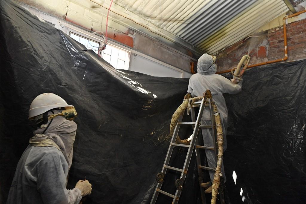 San Fernando renovó el techo de la EPB N° 6 con un sistema moderno anti térmico