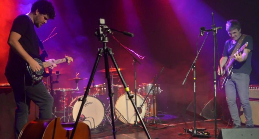 Un ex integrante de Divididos grabó material para su álbum solista en el Teatro Martinelli de San Fernando