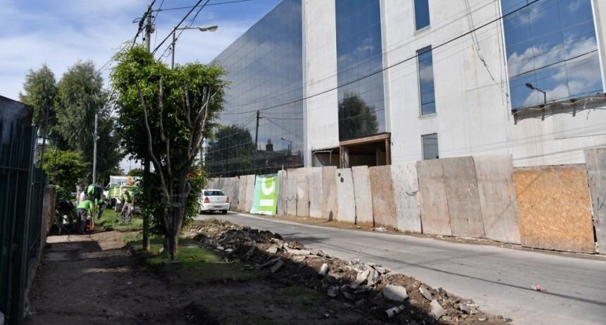 San Fernando renueva las veredas de toda la manzana del nuevo Hospital Municipal
