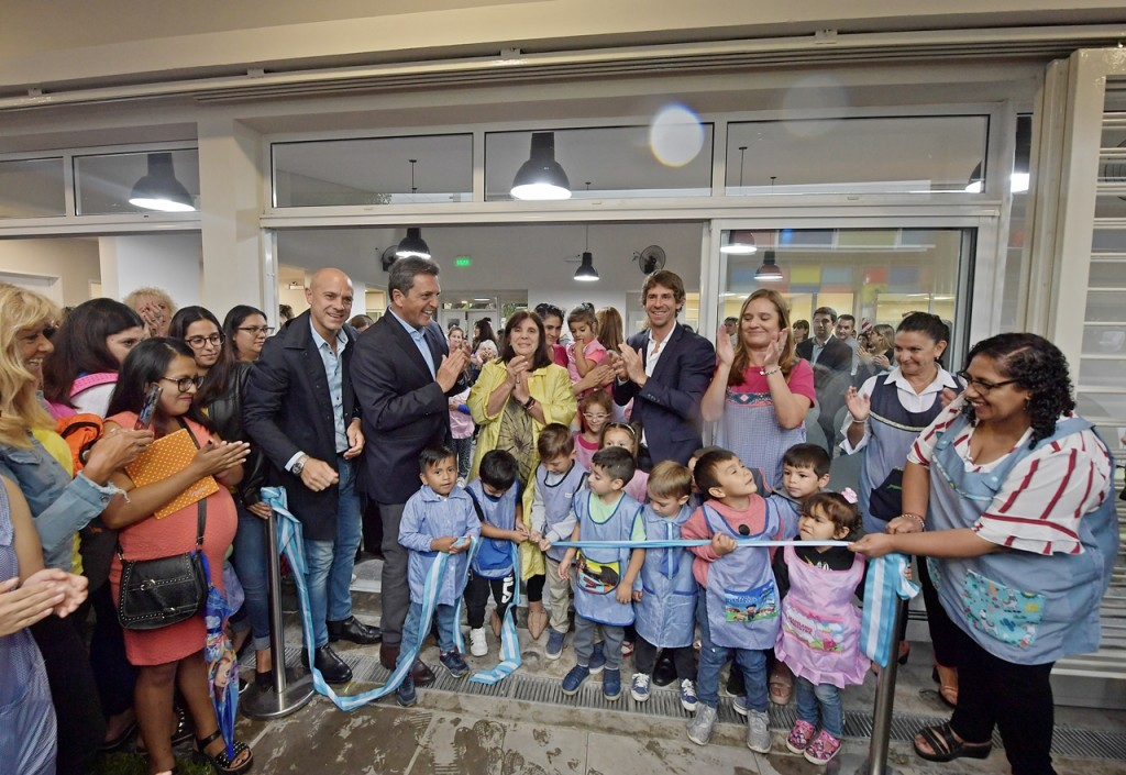 Juan Andreotti inauguró el nuevo Jardín Nº909 con Sergio Massa y Teresa García