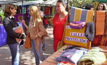 Los jóvenes del Taller Protegido mostraron sus productos en la Feria de Artesanos de la Plaza Mitre